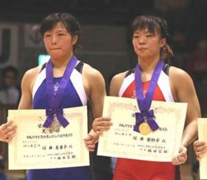 右 姉梨沙子さん 左 次女友香子さん